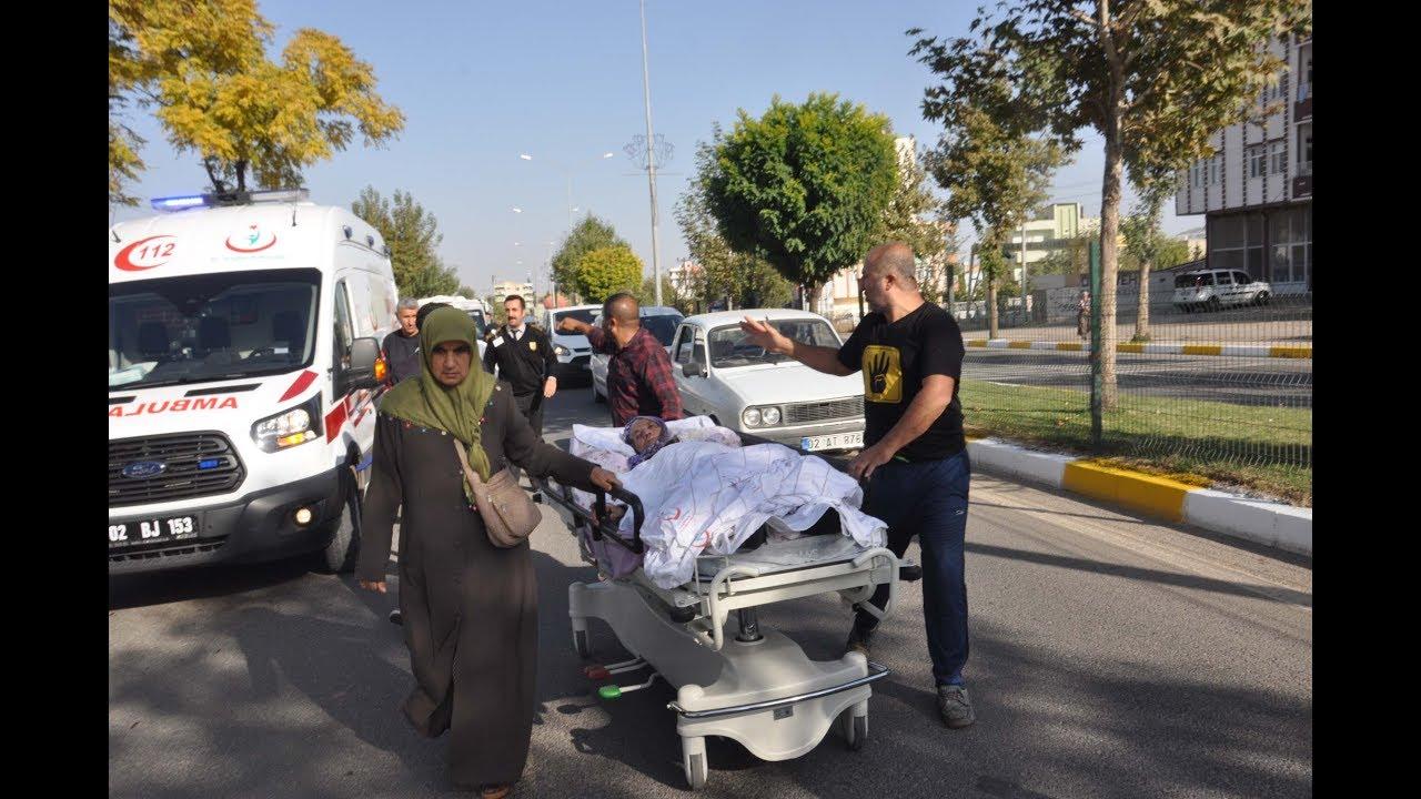 Ambulans Gelmeyince Felçli Annesini Sedye İle Eve Götürdüler