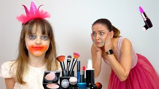 Ksysha plays and learns to use children's makeup for kids
