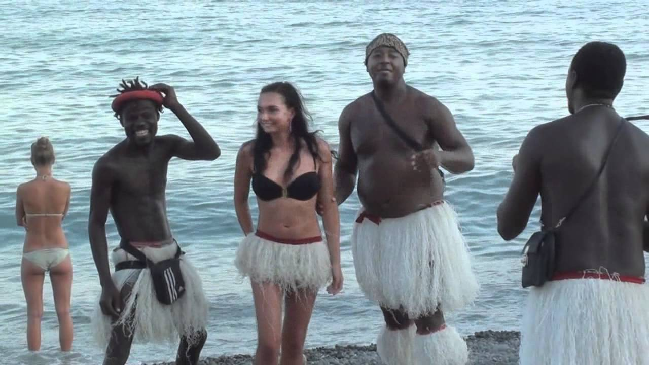 фото с девушек с с пляжей с неграми