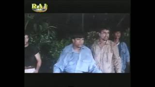 STREET FIGHT FROM AJNABI SAAYA KAALI RAAT MEIN