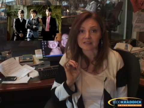 Behind the Scenes of Lifetime's Upcoming Britney Spears BiopicKaynak: YouTube · Süre: 2 dakika21 saniye