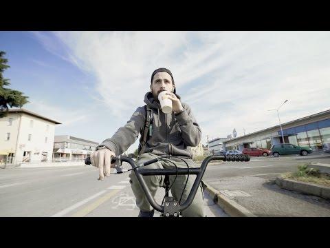 Frah Quintale - 2004 (Video Ufficiale)