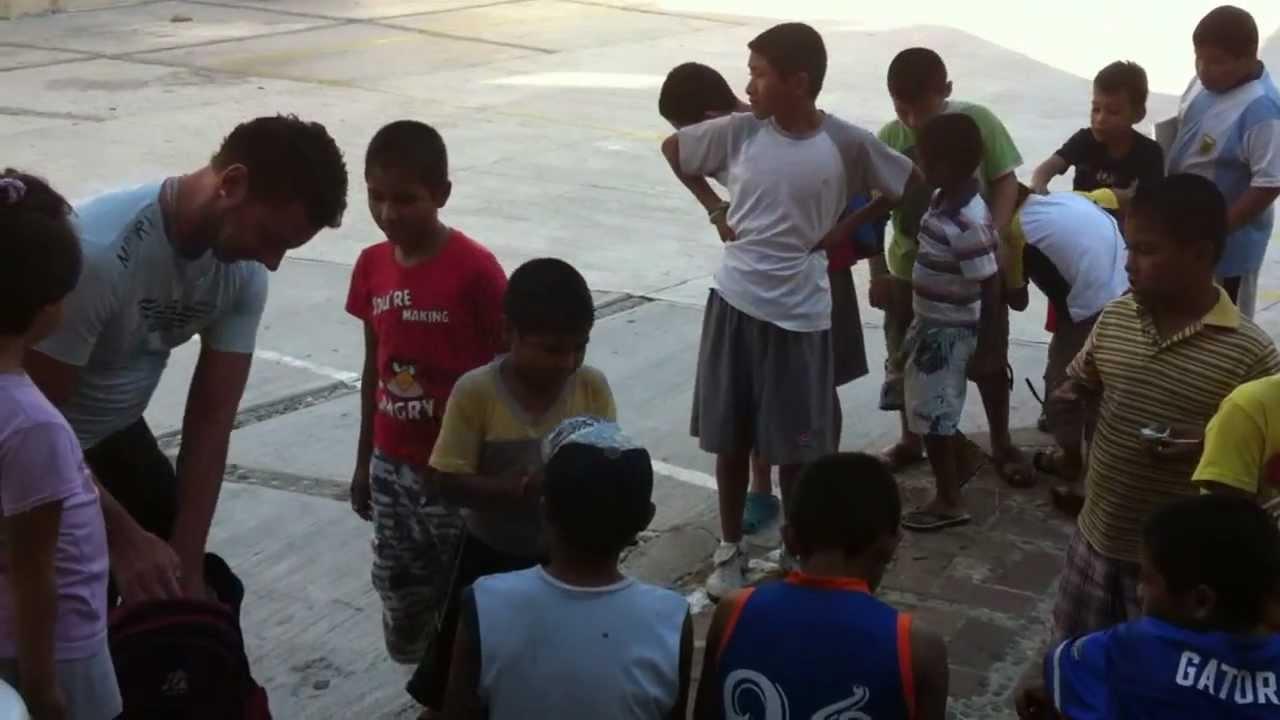 Distribución de dulces a la casa hogar del niño de Acapulco. - YouTube