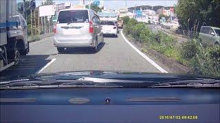 おばちゃん?女性ドライバーへたくそすぎて鳴らされる、なのに車間距離は詰め詰め ドライブレコーダー thumbnail