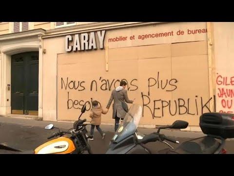 احتجاجات السترات الصفراء تؤثر على أكبر موسم تسوق في باريس …  - نشر قبل 9 ساعة
