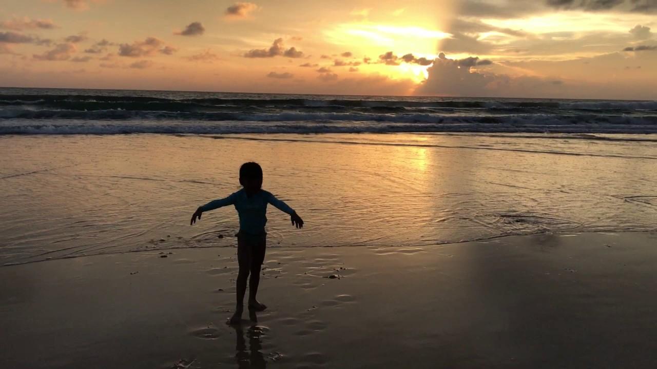 karon beach sunset gymnastic in phuket by プーケットしまかぜ案内
