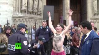 «Фашизм, гори в аду!» - акция FEMEN в Нотр-Дам-де-Пари