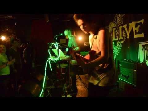 Pony and Trap - KKKQUE (live)