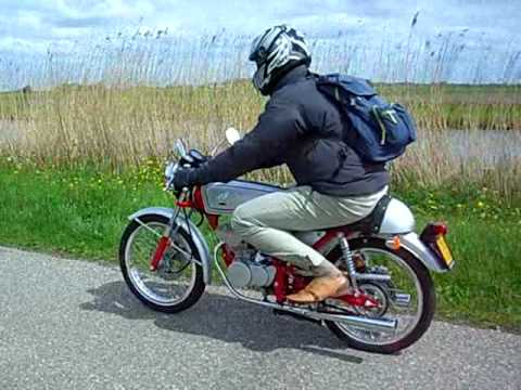 honda dream 50 4 stroke sound 50cc moped from 1997 with dohc motor youtube. Black Bedroom Furniture Sets. Home Design Ideas