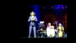 Macy Gray - Here Comes the Rain Again/Smoke 2 Joints (Moscow 2012)