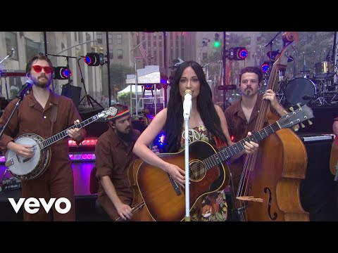 Смотреть клип Kacey Musgraves - Oh, What A World