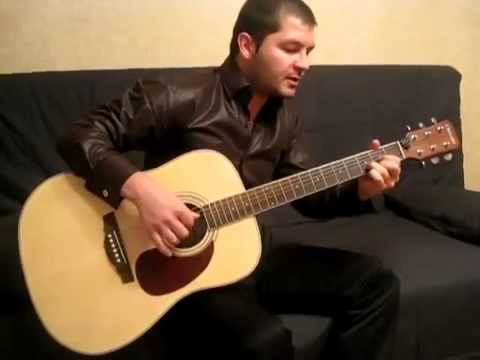 До слёз играет на гитаре