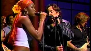 "John Mellencamp & India Arie - ""Peaceful World"" - Late Night TV 2001"