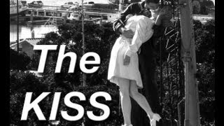Cool! Kissing Sailor Nurse Statue The Famous KISS Icon Awesome