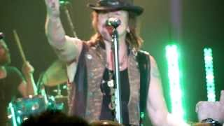 Richie Sambora and Orianthi - Beds are Burning (Midnight Oil Cover) / Livin