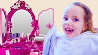 Волшебное превращение  Играем с косметикой для девочек в парикмахерскую