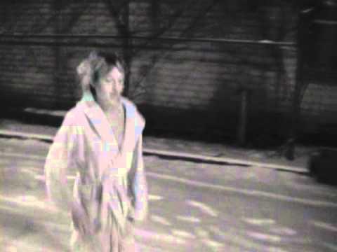 Девушка г уляет босиком по снегу видео фото 748-418