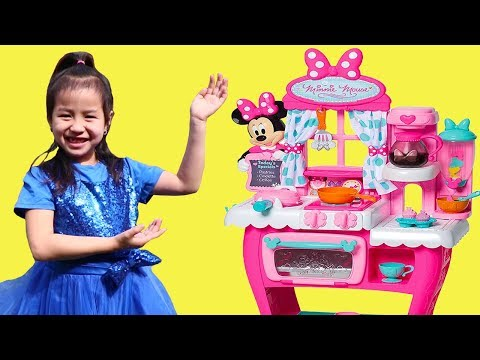 Jannie Pretend Play Cooking with Minnie Mouse Kitchen Toy & Play Foods
