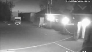 НЛО заснятое на камеру наблюдения(Видео свежее, что видно по дате на видео. Возможно это метеор, но довольно интересный объект появляется..., 2009-05-29T13:29:48.000Z)