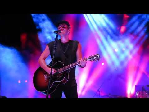 Lifehouse performing