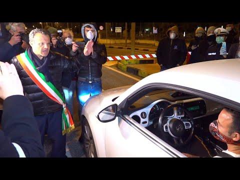 Arriva traghetto dalla Calabria e il Sindaco di Messina va in porto a interrogare gli automobilisti