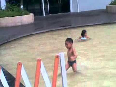 my swimming pool at vivo city sing4