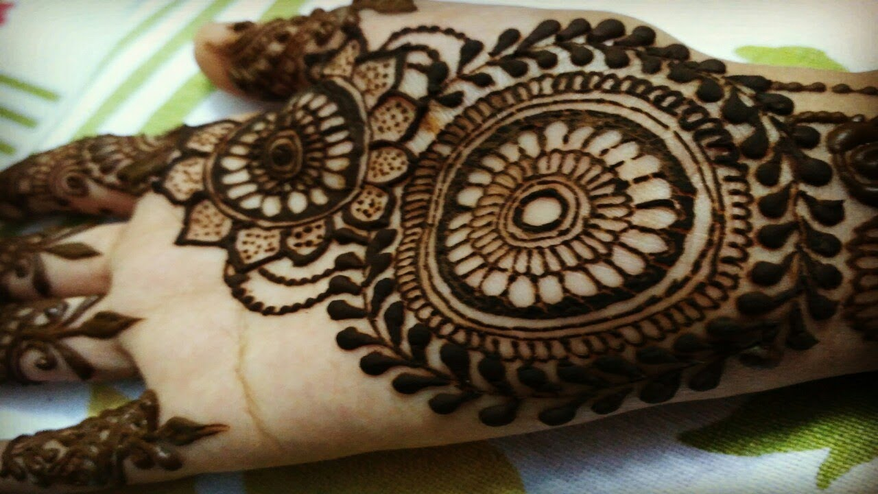 Simple Circle Mehndi Design For Hands