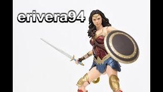 S.H. Figuarts Wonder Woman Figure Review Justice League Bandai Tamashii Nations