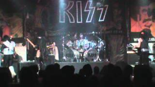 Dressed To Kill  UK KISS tribute - God Of Thunder Bass / drum solos
