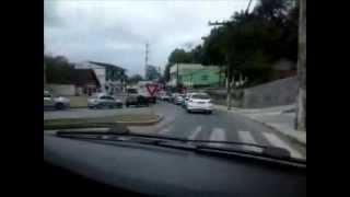 Dirigindo no engarrafamento (na cidade)
