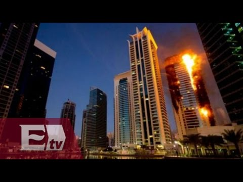 Gigantesco incendio en rascacielos en Dubai / Hiram Hurtado