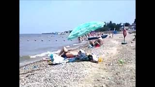 Приморско-Ахтарск. Пляж(Неглубокое море (глубина у буйков - взрослому по плечи), детям купаться - одно наслаждение, прибой не сбивает..., 2016-06-20T09:56:06.000Z)