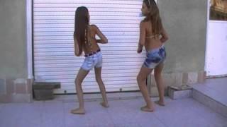 lore y juli bailando entre la playa ella y yo.MP4