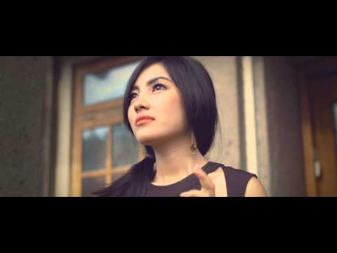 EMONI - RINDU (Deluxe Version) [Official Music Video]