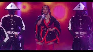 Nicki Minaj Performs Intense