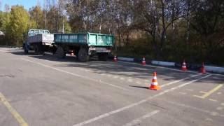 Параллельная парковка грузовика с прицепом