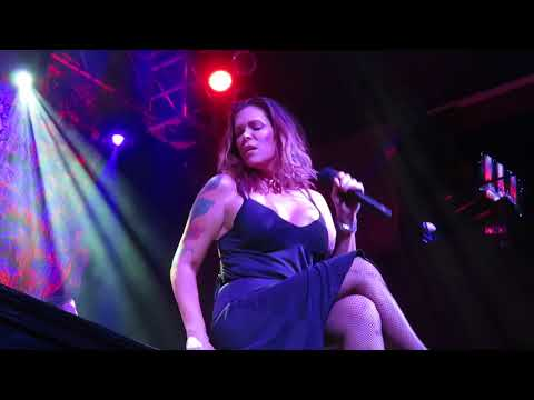 "Beth Hart performing ""Close To My Fire"" at The House of Blues, Las Vegas 2/17/18"