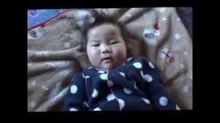 鈴木穂乃香さんです。7ヶ月の時に撮影したものです。 足グセの悪い赤ち...