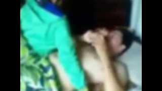 Repeat youtube video Bất bình với đôi trai gái nhờ quay cảnh... 'nóng'