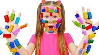 Лиза играет с конструктором | Pretend play LEGO HANDS