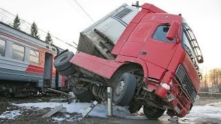 Best truck crashes, truck accident compilation 2014 Part 8