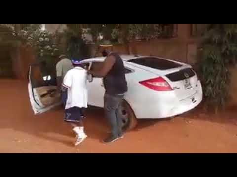 Kanté  En Action  De Nelly Mort De Rire  ( Comedien Malien)