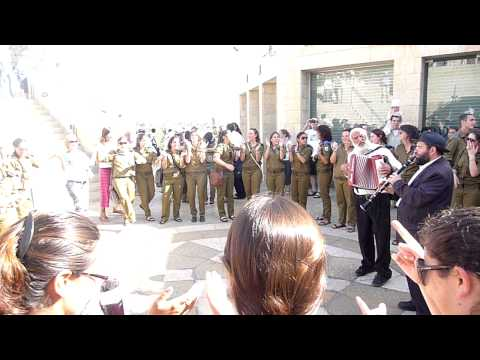 Young Israeli soldiers dancing in Jerusalem 2.MOV