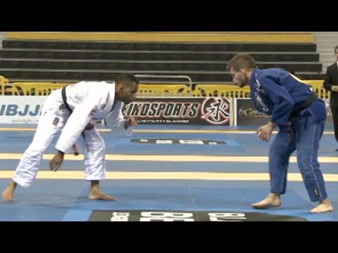 Rafael Freitas VS Milton Bastos / World Championship 2012