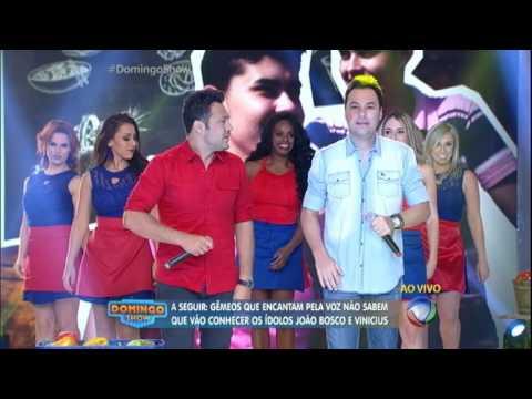 João Bosco e Vinícius cantam sucessos no Domingo Show