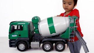 Download Senangnya Unboxing Mobil Truk Molen Hijau   Mixer truck