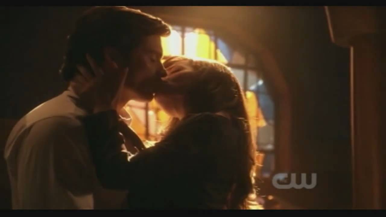 Smallville Crossfire - FIRST CLOIS KISS ! [HD] - YouTube