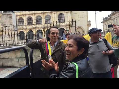 Alejandro  Muñoz: Presidente autoproclamado de Colombia. Sin censura.