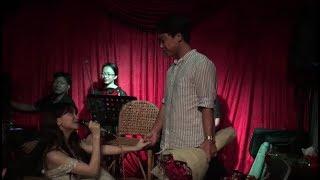 Hòa Minzy cầu hôn 'Bạn Trai' trong ngày lễ kỉ niệm 2 năm Tình Yêu