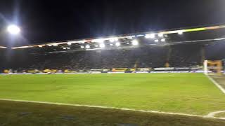 """Hele stadion: """"Oh N.A.C, the Yellow Army, we're gonna win today"""""""